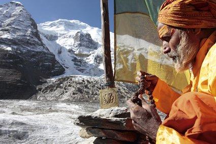 Shiva Das bei der Plattenübergabe am Dhaulagiri Base Camp Kopie.jpg